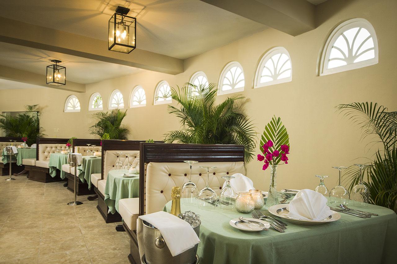 Seagarden beach resort restaurants bars for Spring garden jamaican restaurant